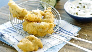 Photo de Beignets de poisson à la bière, sauce au yaourt, câpres et citron vert