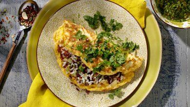 Photo de Omelette au riz, et salade d'herbes folles