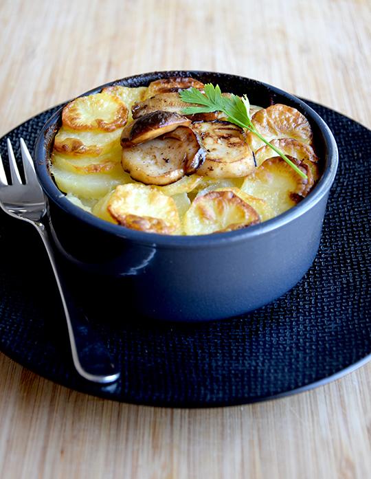 gratin de pommes de terre aux c pes a vos assiettes recettes de cuisine illustr es. Black Bedroom Furniture Sets. Home Design Ideas