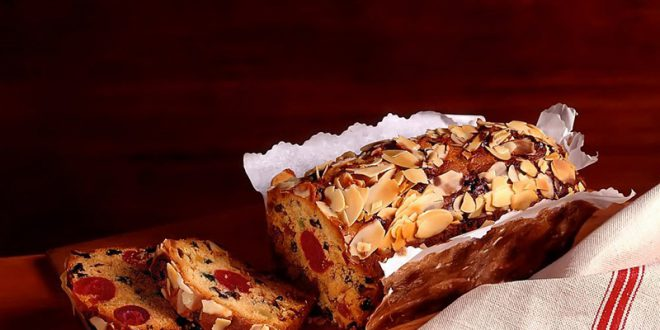 Cake aux fruits confits et amandes effilées