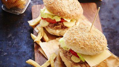 Photo de Hamburger à l'effiloché de confit de canard, pommes de terre grenaille et fromage Appenzeller®