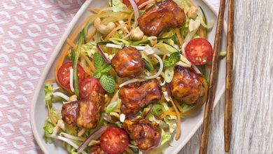 Photo de Salade de légumes et bouchées de porc au caramel