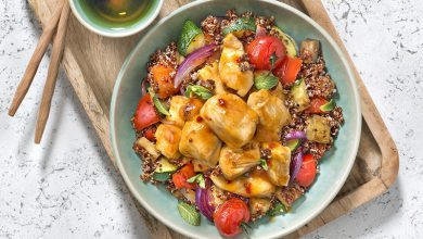 Photo de Poulet aigre douce, quinoa rouge et légumes d'été