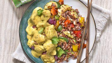 Photo de Poulet au curry, riz rouge et légumes d'été