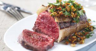 Rôti de bœuf au hachis d'herbes et de girolles