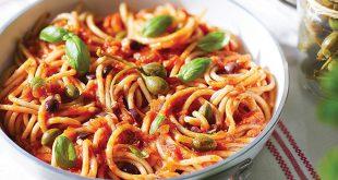 Spaghettonis aux câprons, parmesan & basilic Sauce Sicilienne