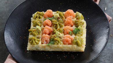 Photo de Gaufres de riz à la crème d'avocat et petites crevettes