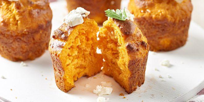 Muffins aux tomates, oignons caramélisés et féta