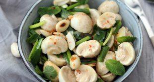 Salade de petits champignons Lou crus aux amandes et aux herbes