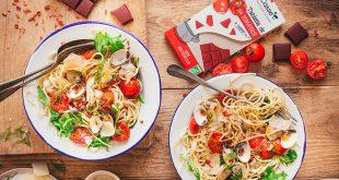 Spaghettis aux coques, râpé de tomates