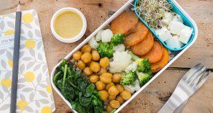 Lunch box choux-fleurs et brocolis, pois chiche rôtis, quinoa, feta et patate douce