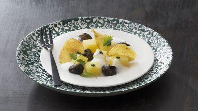Photo de Fricassée d'escargots, pomme de terre Pompadour, crème de persil et jus d'ail mousseux