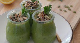 Gaspacho vert et son granola croquant aux maquereaux