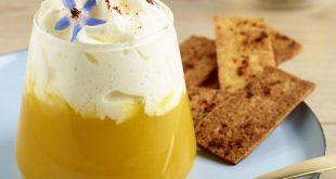 Potage en verrine, crème de Chaource AOP, chips de lard et croûton mouillette
