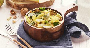 Salade d'endives, dés de Raclette de Savoie IGP, poire fraîche et vinaigrette aux noix
