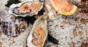 Huîtres au naturel, Mezcal, pamplemousse de Floride compoté au miel et piment de Cayenne