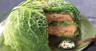 Millefeuille de chou vert et saumon, sauce crème et ciboulette