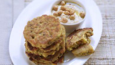 Photo de Pancakes de légumes mélangés et crème de pois chiche