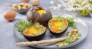 Les « œufs cocotte », en coques d'avocats et d'artichauts