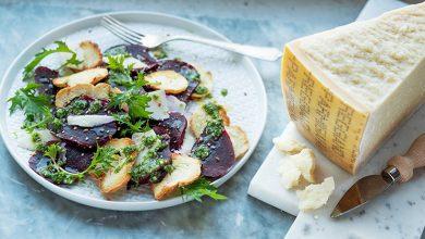 Photo de Salade de betterave rouge, parmesan et sauce aux herbes