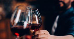 Comment ouvrir une bouteille de vin sans tire-bouchon ?