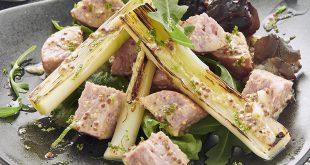 Poireaux grillés, Saucisse de Morteau et vinaigrette tranchée à la moutarde de Bourgogne
