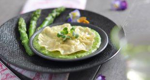 Ravioles aux asperges et crème de petits pois