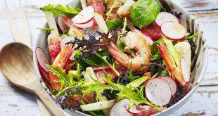 Salade de crevettes aux radis, pamplemousse, pomme, jeunes pousses et coriandre