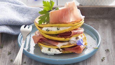 Photo de Pancakes aux herbes, sauce yaourt et Jambon de Parme