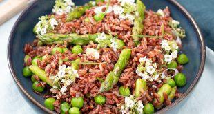 Salade printanière de riz rouge aux légumes croquants