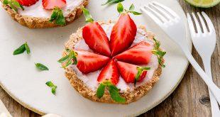 Tartelette sans cuisson aux fraises, basilic et yaourt brassé chèvre