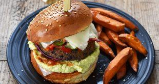 Burger végétarien aux tranches de brebis Lou Pérac, accompagné de frites de patates douces