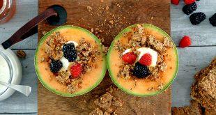 Melon bowl aux fruits frais, miel et crunch de Sigdal avoine
