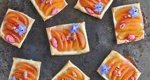 Tartelettes fines aux abricots et pralines roses