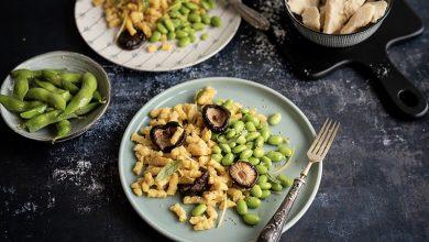 Photo de Passatelli de Parmesan accompagné d'edamame et de champignons Shiitaké