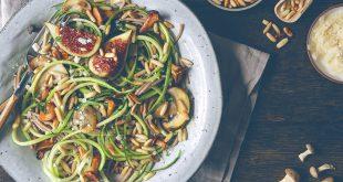 Spaghettis aux courgettes, champignons et pignons de pin
