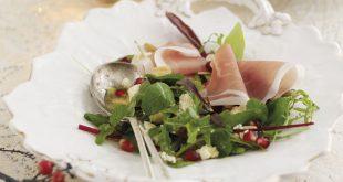Salade de menthe, grenade, amandes grillées, Stilton blanc et Jambon de Parme