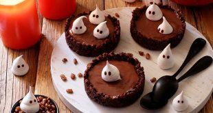 Tartelettes au chocolat et petits fantômes meringue