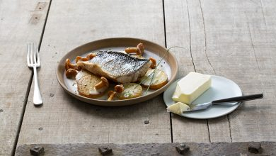 Photo de Dos de bar rôti sur peau aux girolles et beurre Charentes-Poitou AOP