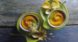 Velouté de patates douces et carottes à la pointe de muscade, tuiles au Beaufort