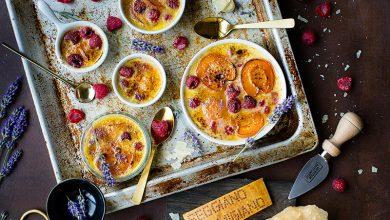 Photo de Crème brûlée, abricots, framboises et Parmigiano Reggiano