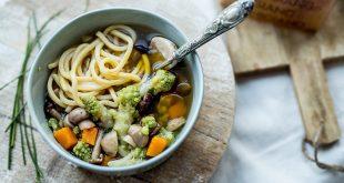 Soupe de ramen au Parmigiano Reggiano : citrouille, brocoli romanesco, et champignons