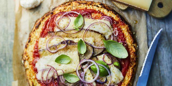 Pizza en pâte de chou-fleur tomates, aubergines, oignons rouges au gruyère AOP Suisse