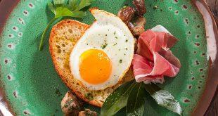 Tartines au Jambon de Parme, œufs au plat et cèpes