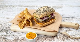 Vintage burger, chips de panais et ketchup de carottes