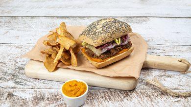Photo de Vintage burger, chips de panais et ketchup de carottes