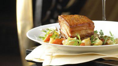 Photo de Poitrine de porc croustillante et légumes en cocotte