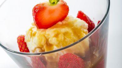 Photo de Riz au lait, fraises, caramel beurre salé