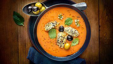 Photo de Velouté de tomates au chèvre frais, quenelle de concassé aux deux olives