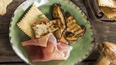 Photo de Crackers à la polenta, cèpes grillés et jambon de Parme